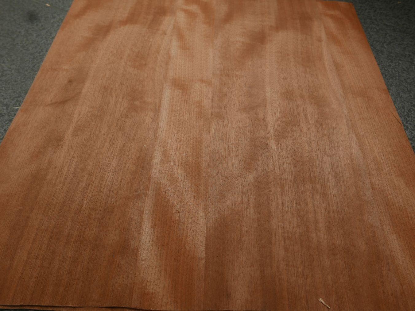 G1233-1 Geveogd Mahonie 50x55cm 4st